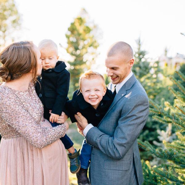 Apple Family | Christmas Maternity Session | Utah Photographer
